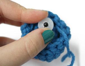 amigurumi4 - Como colocar olhos com trava - Amigurumi Crochê