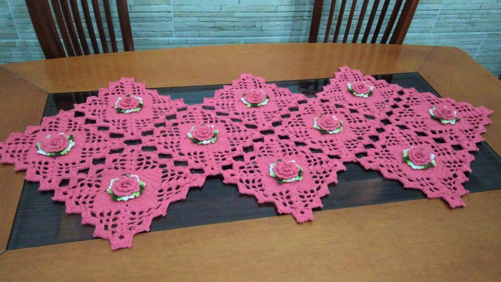 caminho de mesa em croche trilho de mesa 1024x576 - Trilhos de mesa de crochê