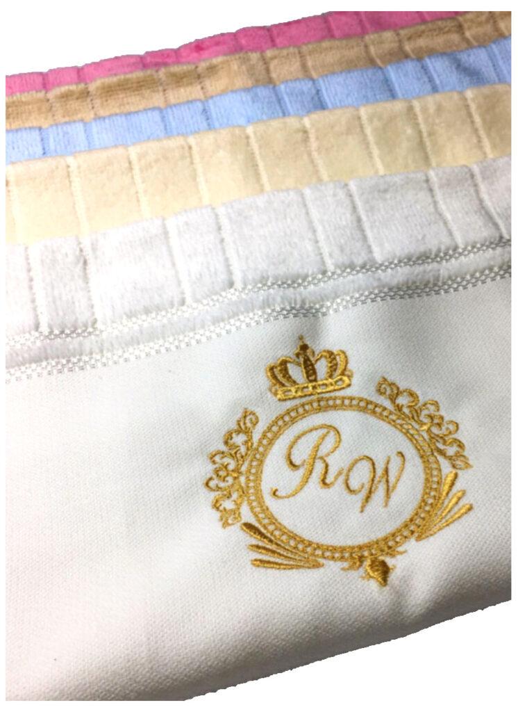 b3 746x1024 - Toalhas personalizadas com bordados